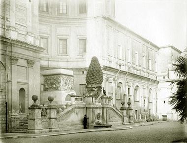Plaza de la Piña, Vaticano